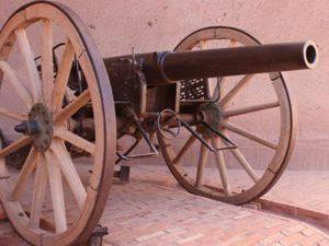 Le canon exposé à la casbah de Taourirtee