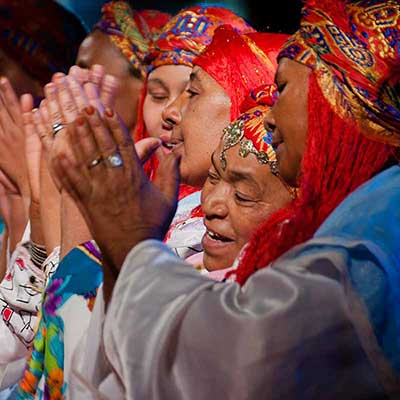 Femmes berbères d'Ouarzazate en costume Ahwach