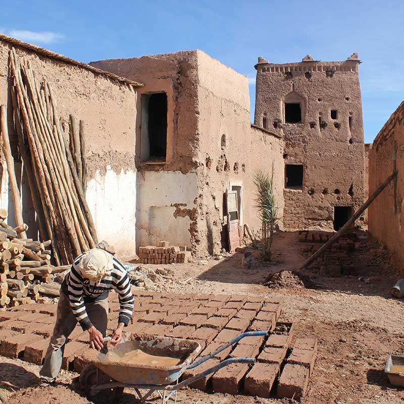 Casbah de Taourirte - Fabrication de briques en terre