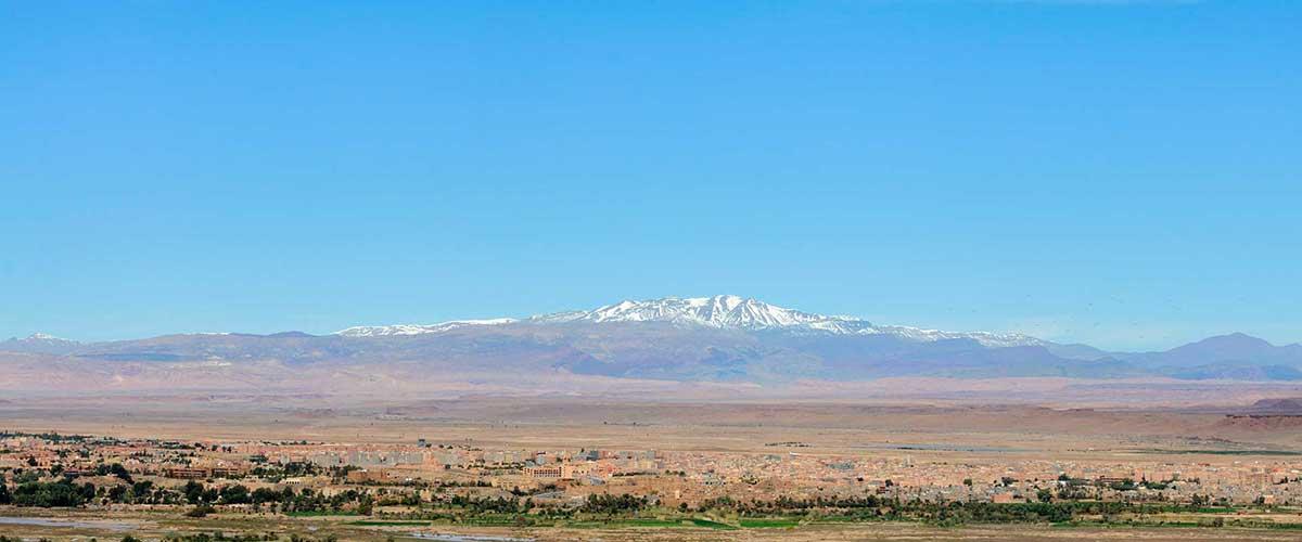 Panorama d'Ouarzazate et son horizon de montagnes